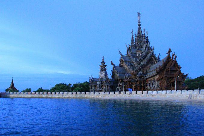 永遠に終わらない巨大木造寺院「サンクチュアリ・オブ・トゥルース」