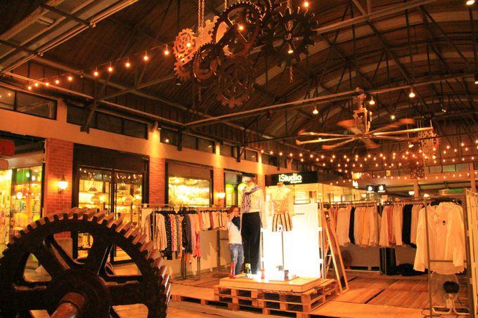 倉庫跡を利用したおしゃれなファッションタウン「ファクトリー地区」