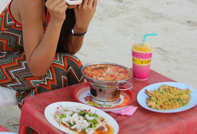 まっ白なビーチで、最高のタイ料理を味わおう!