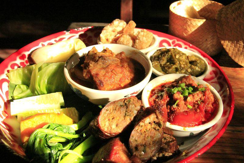 チェンマイ必食グルメがぜんぶ乗せ!タイ北部カントーク料理