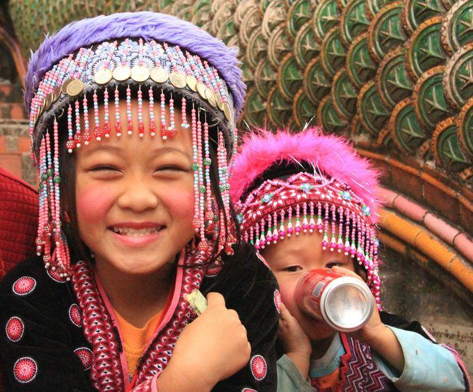 素朴で素敵な民族衣装!素敵なモン族の子どもたち