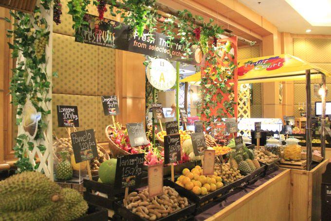 まるで野菜市場?旬のフルーツが食べ放題のフルーツコート