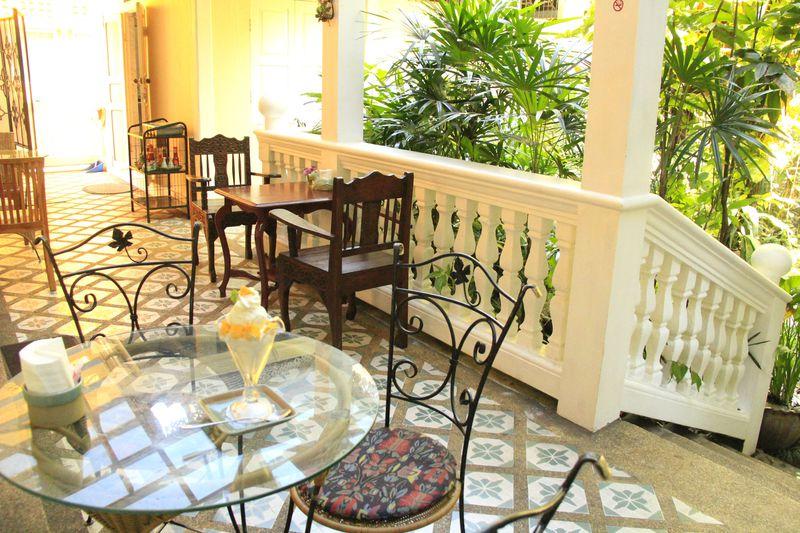古都チェンマイ・セラドン焼きのカフェで過ごす翡翠色の時間