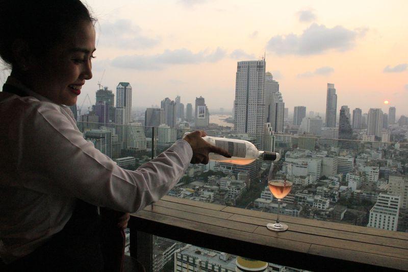 コスパ良すぎ〜!バンコク最新のルーフトップバー「スカーレット」での絶景時間