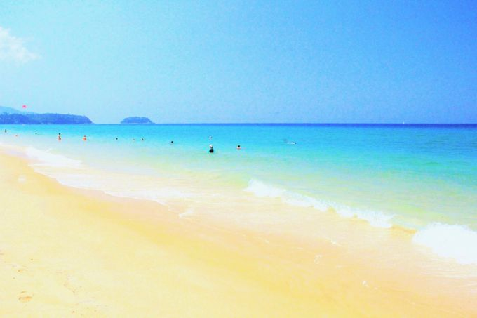 プーケット随一の美しさ!鳴き砂の白いビーチ「カロン・ビーチ」