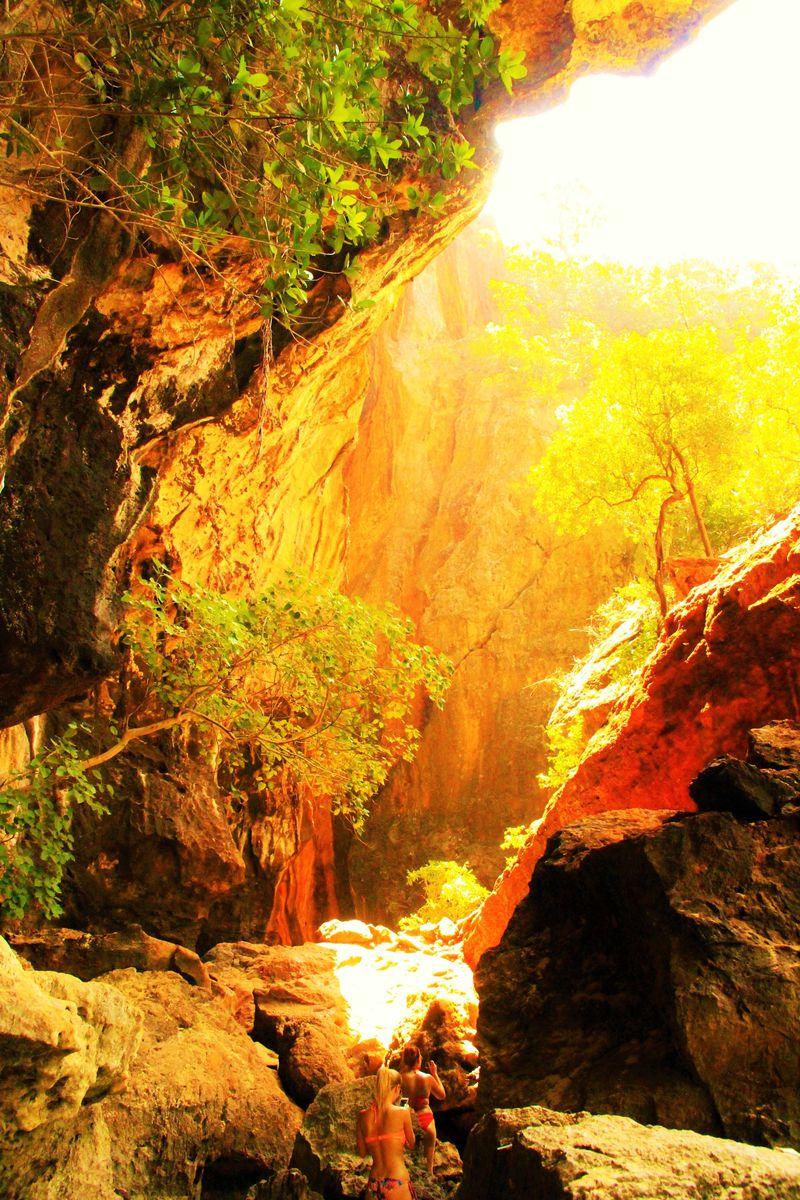 タイの「もののけ姫」が眠る!?神秘の洞窟「プラナンケーブ」