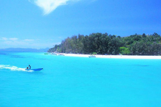 ピピ諸島随一の透明度!絶景ビーチ「バンブー島」