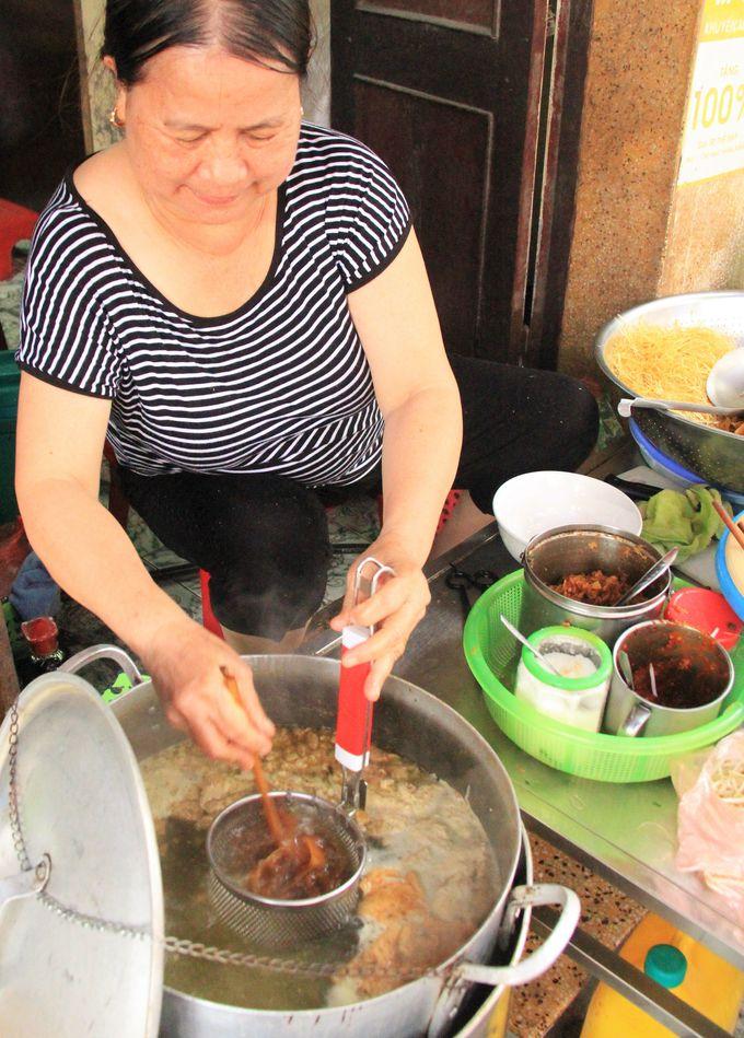 熱湯で調理し、絶品の麺が完成!