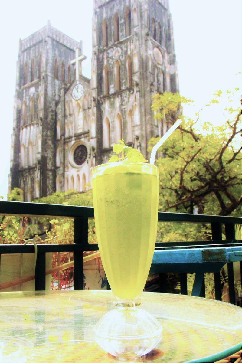 ハノイ大聖堂が目の前!絶好ロケーションのカフェ「ラプレイス」