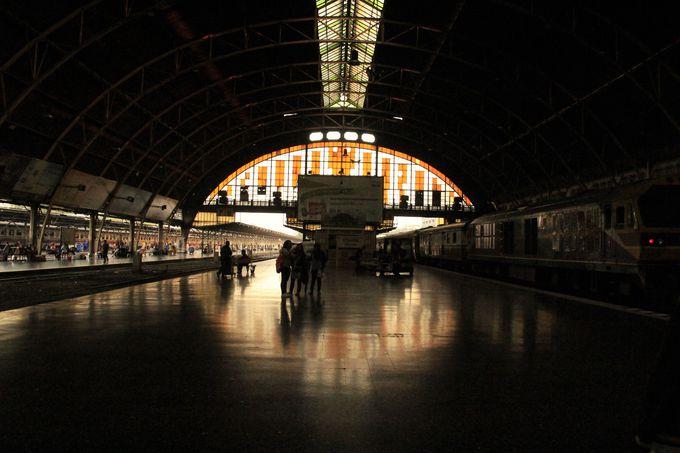 独自にデザインされた西洋風の駅舎「フアランポーン駅」