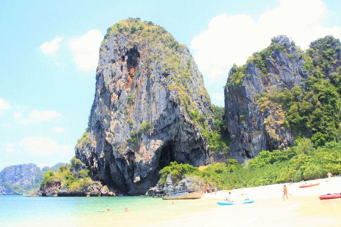 ダイナミックな断崖の岩山!のどかで素朴な大自然
