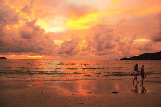 幻想的な夕暮れの気配!パトンビーチは夕日の名所