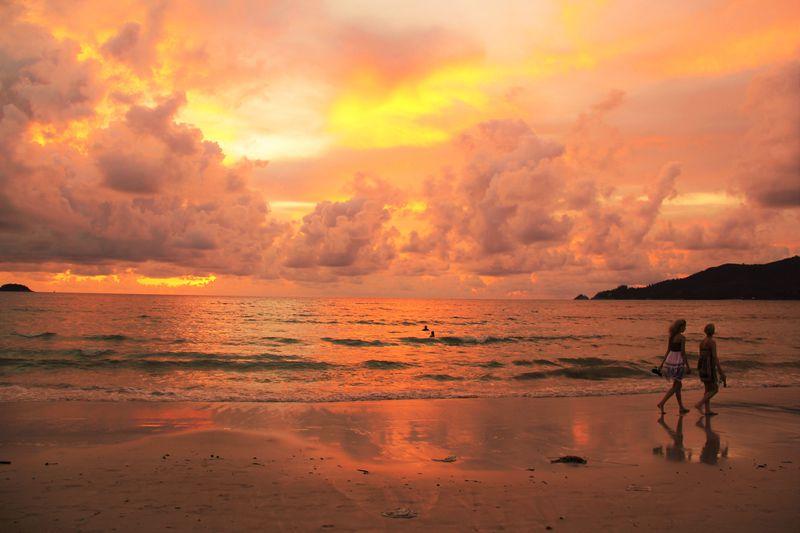 プーケット旅行で絶対外せない!昼も夜も遊べるパトンビーチ