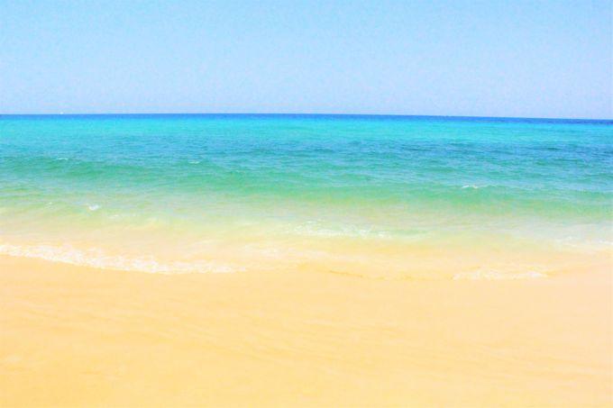 """""""鳴き砂""""の美しいビーチ!「カロン・ビーチ」を上から見たら…"""