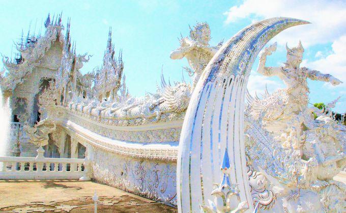 白亜のアート寺院「ワット・ロンクン」