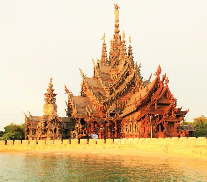 悠久に光り輝く寺院