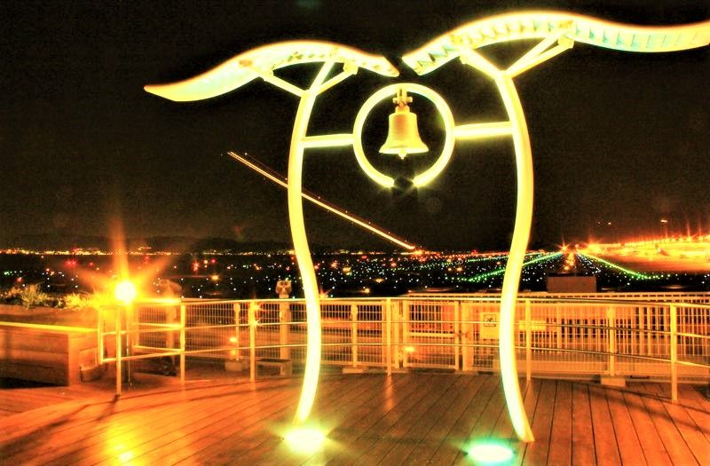 大空へ舞い上がる光の軌跡!関空・展望ホール「スカイデッキ」