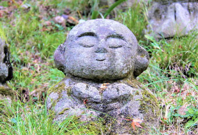 かわいい阿羅漢さま!愛宕念仏寺を彩る「ゆるキャラ」地蔵たち