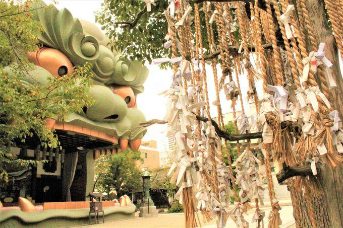 邪気を飲み込み、勝利を呼び込む口!「難波八阪神社」の獅子殿