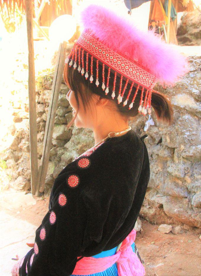 山岳民族「モン族」のお土産!色鮮やかな刺繍で作られたバッグやポーチ!神秘的なアクセサリー、ペンダント