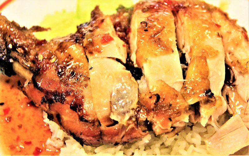 タイの肉料理「ガイ・ヤーン」「サイウア」「ローストダックとローストポークの盛り合わせ」