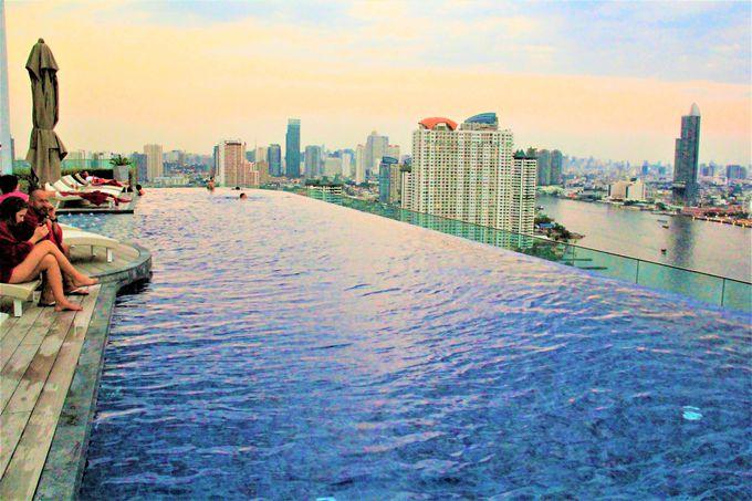 「アヴァニ・リバーサイド・バンコク・ホテル」は、絶景の天空プールがおすすめ