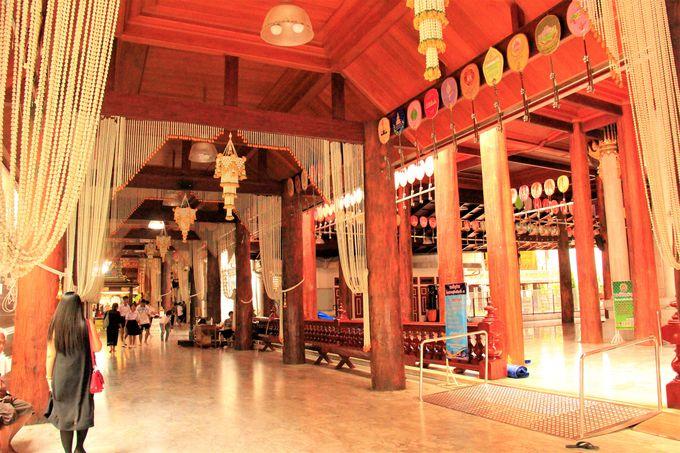 タイ人の聖地!バンコクの仏教寺院「ワット・パクナム」