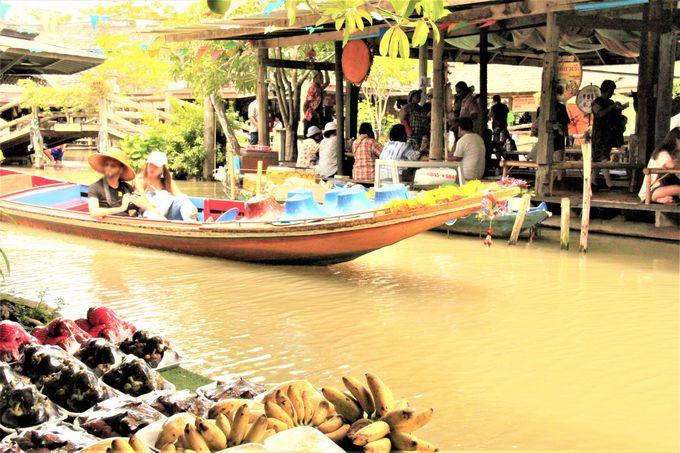 「パタヤ フローティング・マーケット」(Pattaya Floating Market)の水上寺院
