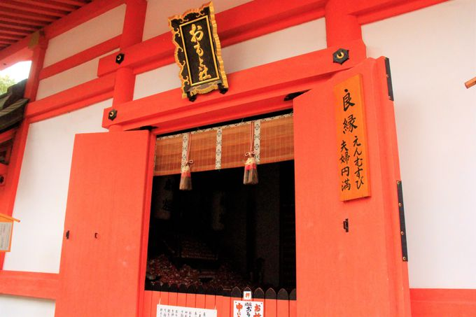 大阪・住吉大社の縁結び、恋愛成就のパワースポット「侍者(おもと)社」