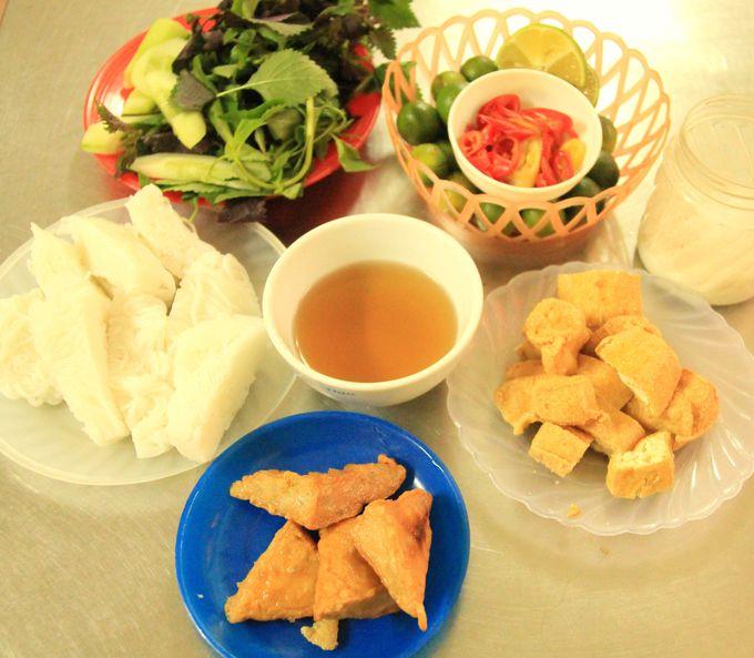 ハノイの人気グルメ「チャーカー」、豆腐料理のブンダウ
