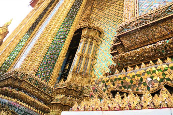 インスタ映え抜群!ワットプラケオに並ぶ3つの仏塔