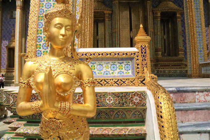 ユニークな仏像やアンコールワットの模型もフォトジェニックなポイント