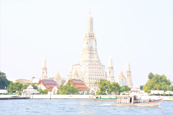 白すぎると話題!タイの寺院「ワット・アルン」(Wat Arun)はバンコク随一の観光スポット