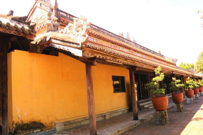 皇太后の宮殿や菩提寺も!ベトナム土産も見つかる王宮西側エリア