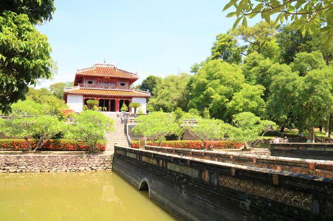 ボートトリップツアーもおすすめ!世界文化遺産のミンマン帝陵