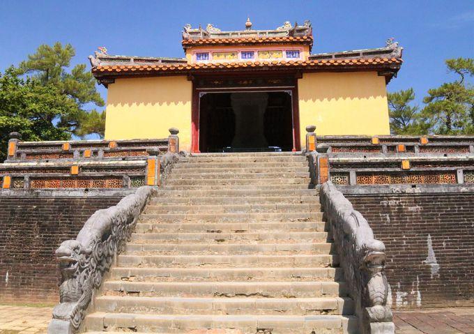デコラティブな中国様式!ミンマン帝陵の建築美