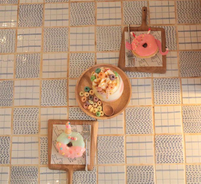 ドリンクはミルクシェイクがおすすめ!パステルカラーのテーブルも美しい