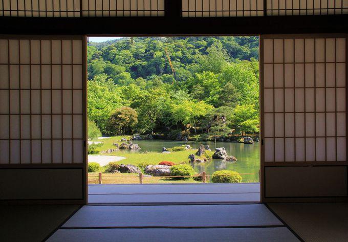 大方丈の縁側に座って眺めよう!天龍寺「曹源池庭園」の美しさ
