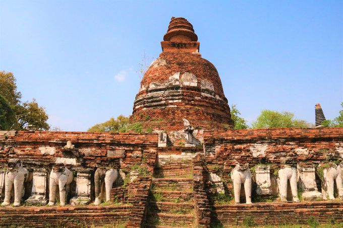 チェディ(仏塔)も見どころ!タイ独自の建築様式も