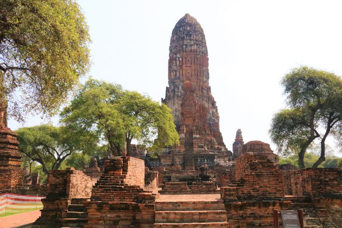 クメール様式の大仏塔!アンコール・ワットと同じ建築様式