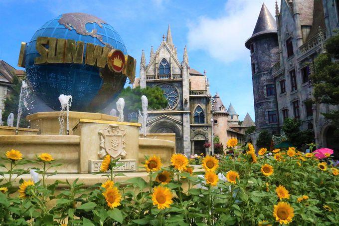 地球儀の広場、教会も!フレンチ・ヴィレッジの撮影スポット
