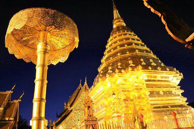 ドイ・ステープ寺院のライトアップ