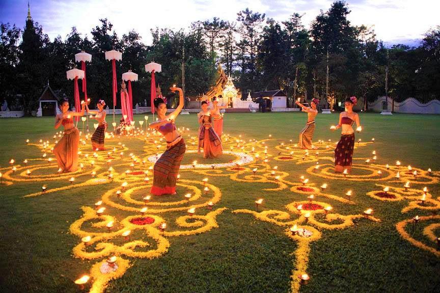 最高級の食事、スイーツ、タイ舞踊