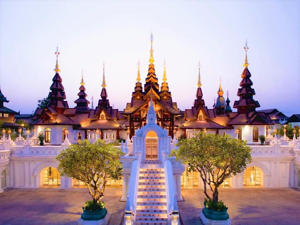 王宮寺院をイメージした高級ホテル