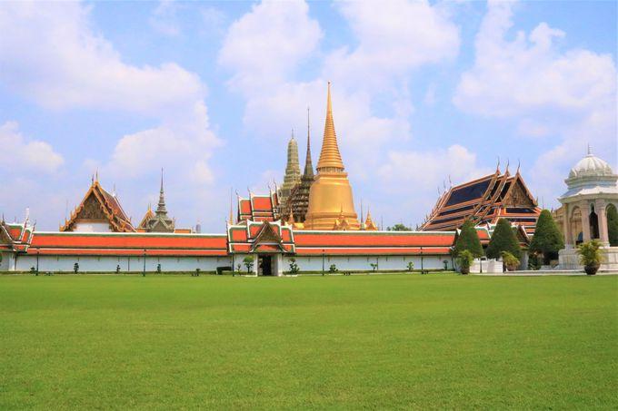 荘厳な3つの仏塔!「王宮&ワット・プラケオ(エメラルド寺院)」の見どころ