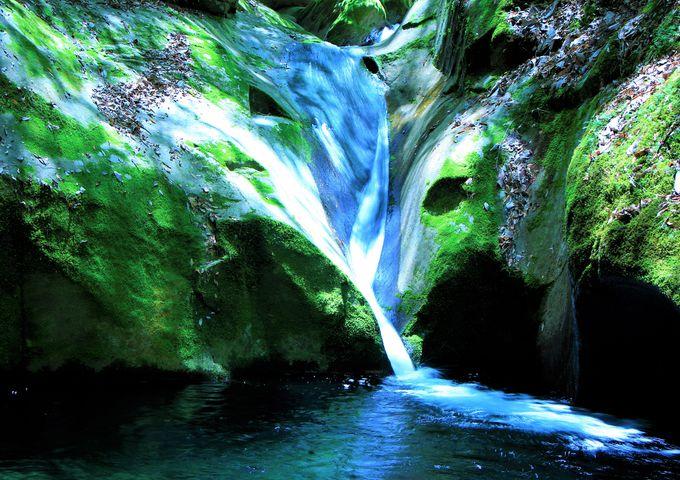 神秘のパワースポット!龍鎮の滝