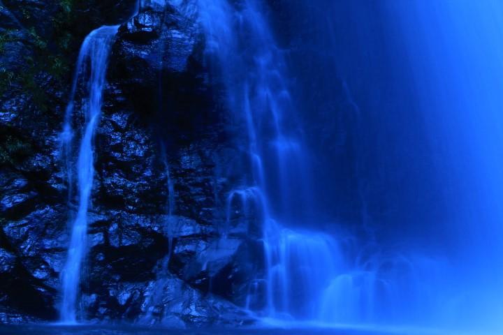 美と健康のスポット!清納の滝