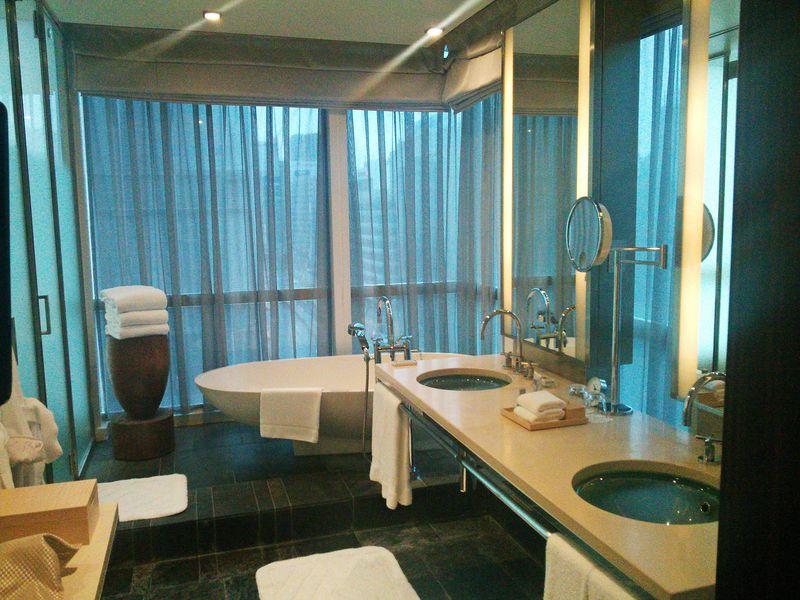 絶景ビューバス自慢のホテル『フォーシーズンズホテル丸の内東京』