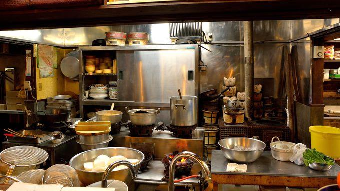 何となく懐かしい匂いが漂ってくる大きな台所!