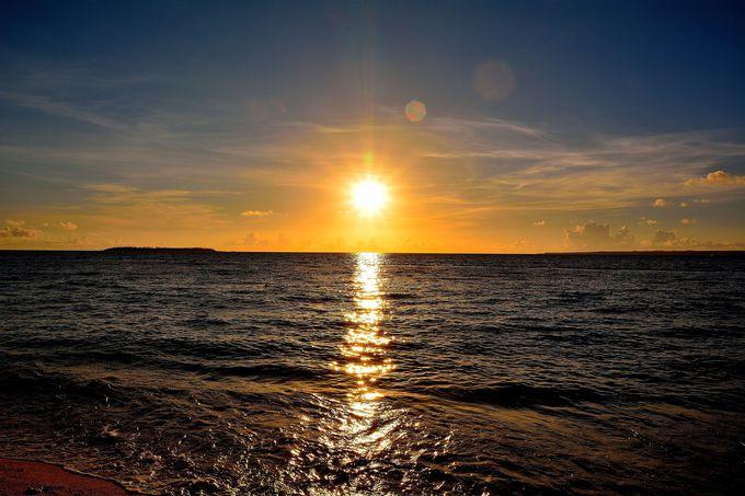 沖縄本島で一番の夕日スポット!『瀬底ビーチ』